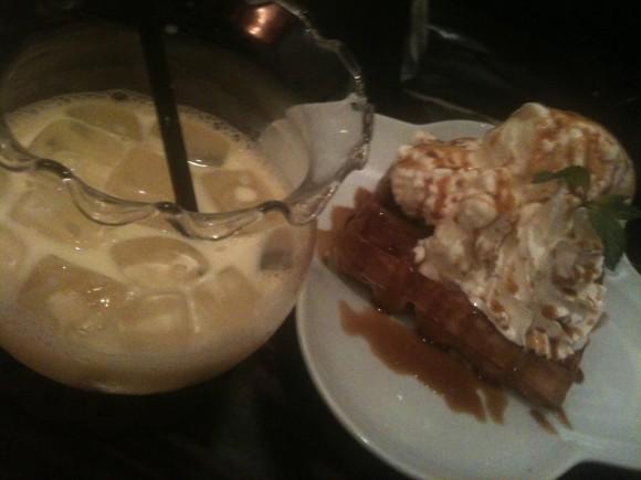金魚カフェ:モッフル(キャラメル)とドリンクのセット
