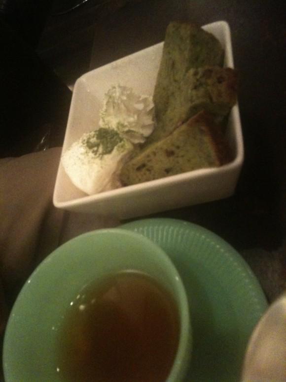 金魚カフェ:抹茶アイスと紅茶のセット