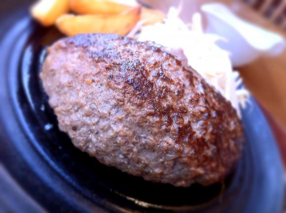 原宿「スターハンバーグ」の黒毛和牛100%ハンバーグ(メガ)