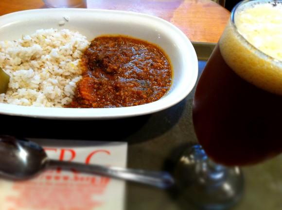 新宿ベルクで「五穀と十種野菜のカレー」と木内酒造の「デュンケル・ヴァイツェン」