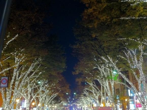 表参道イルミネーション、神宮前交差点から