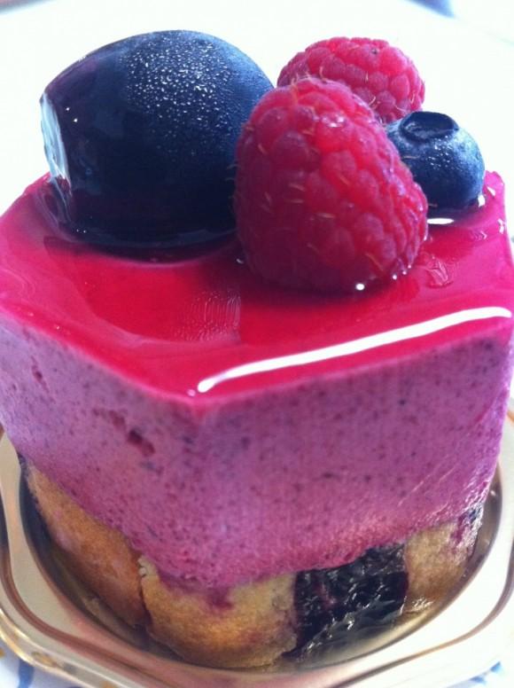 カシスムースのケーキ / HIDEMI SUGINO