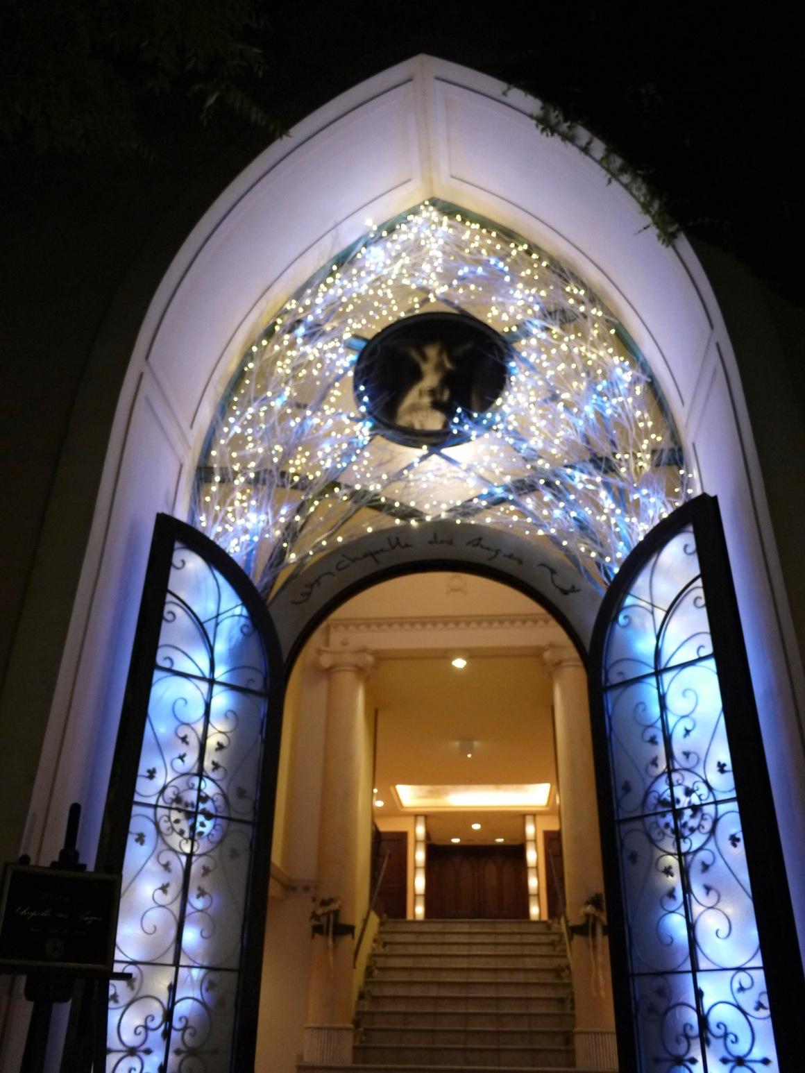 ル・アンジェ教会のステンドグラス