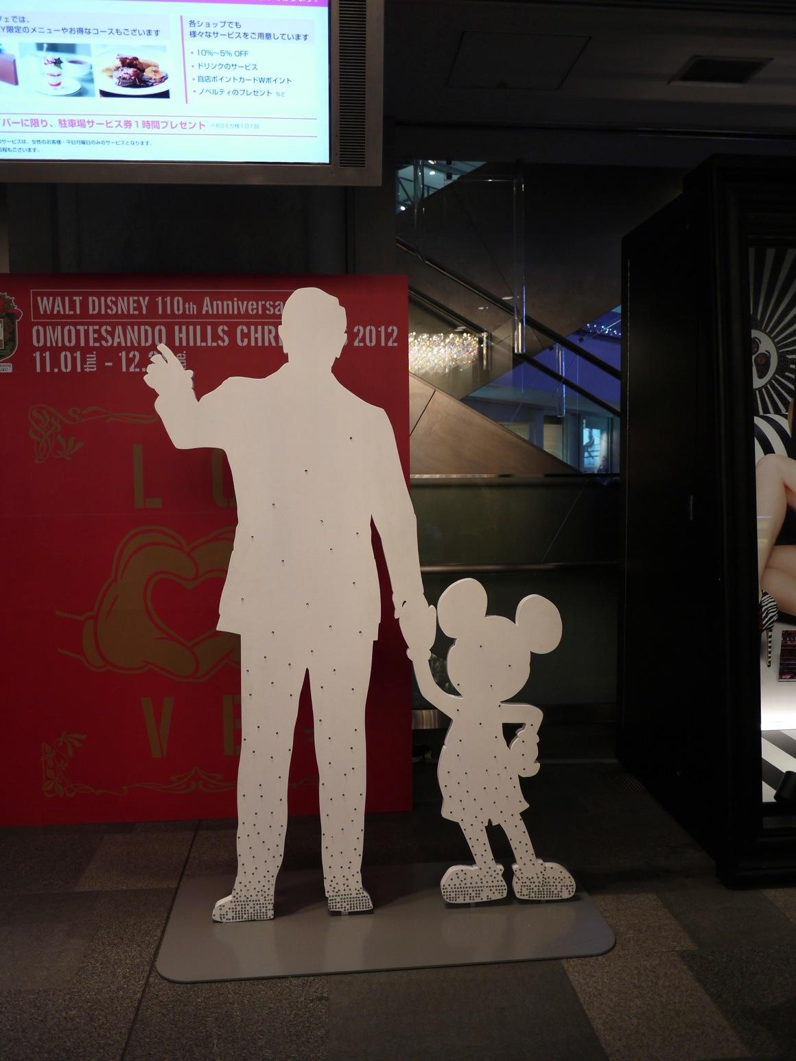 表参道ヒルズにはウォルト・ディズニーとミッキーがお出迎え