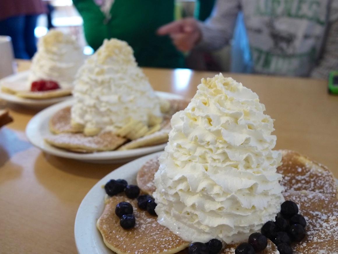 3連エッグスンシングスのパンケーキ