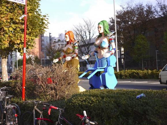 青山通りに現れたロボット