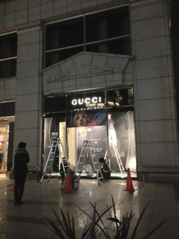 GUCCI青山店の設営風景