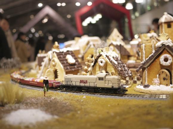 ヘクセンハウスのジオラマに走る電車