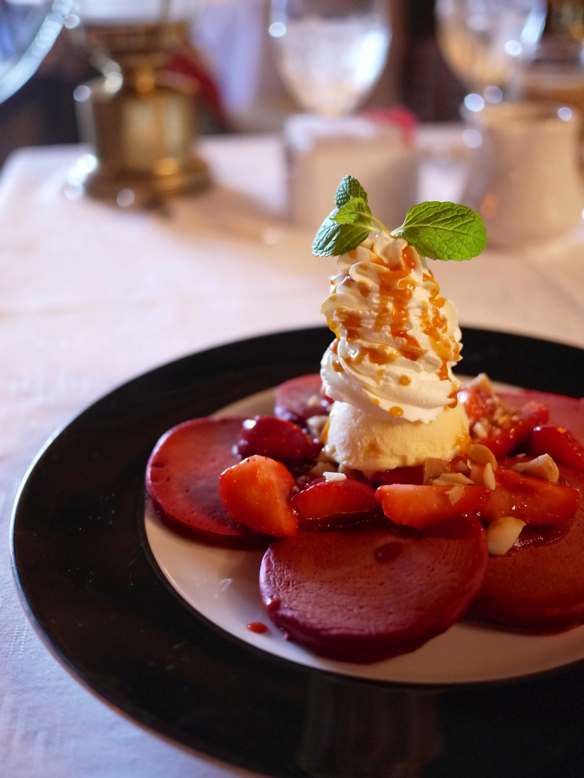 TRADER VIC'S「Red Velvet Pancake」