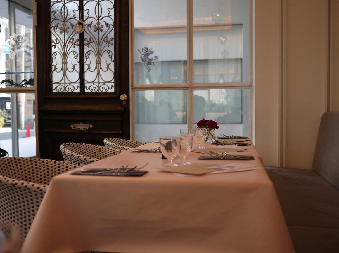ドゥ・アンジュのロングテーブル