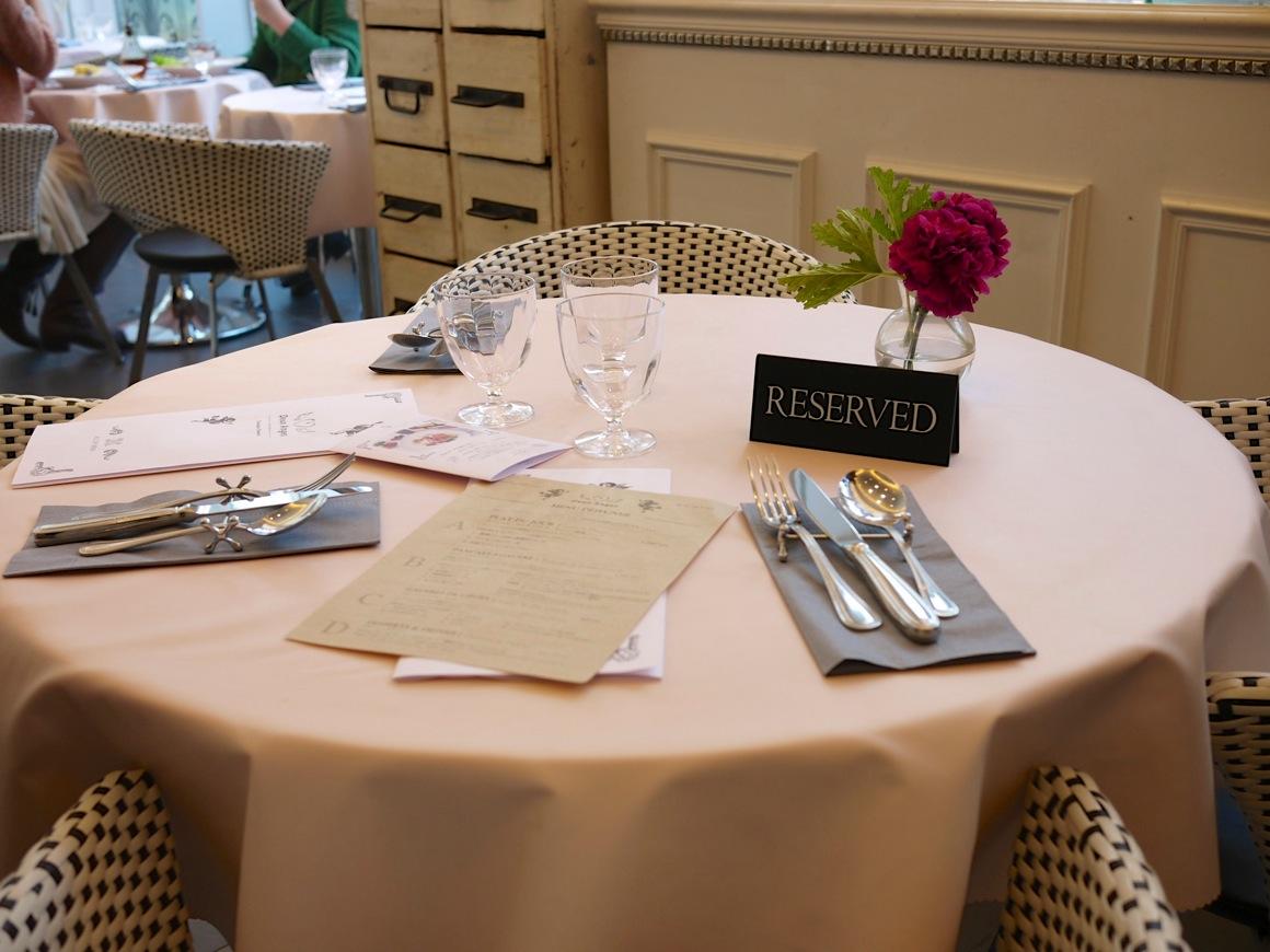 ドゥ・アンジュのテーブル