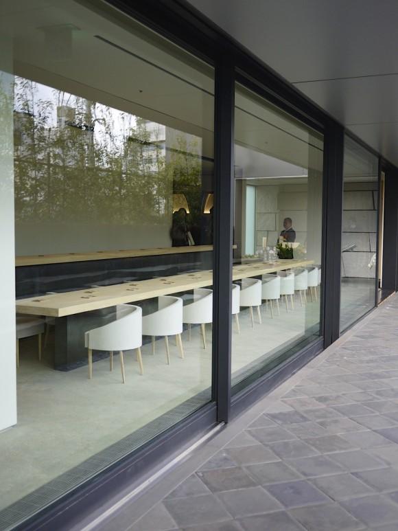 和カフェ「茶酒 金田中」10mのロングカウンター