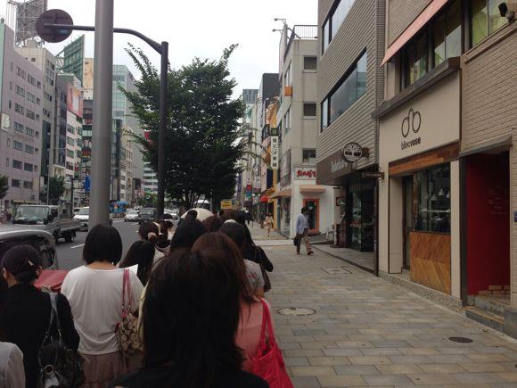 ロクシタン青山本店の行列