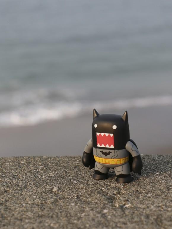 どーもくん、七里ヶ浜に降り立つ
