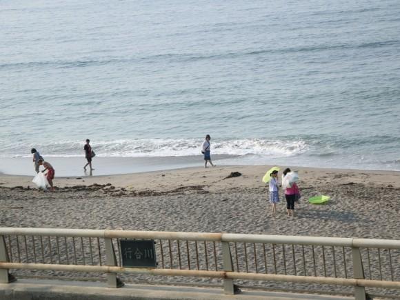 海岸にも人が増えてきた