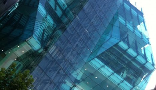 原宿の「アウディフォーラム東京」ビルのデザインが凄い件