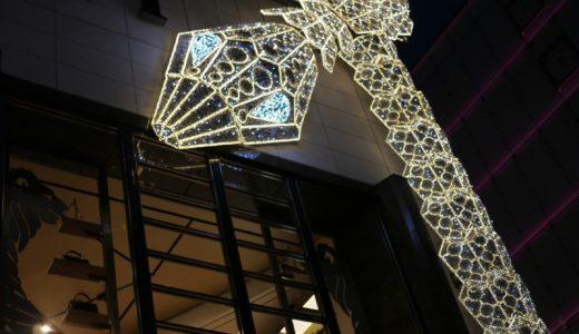 銀座ブルガリタワーに光る蛇が巻き付いて異彩を放っている件