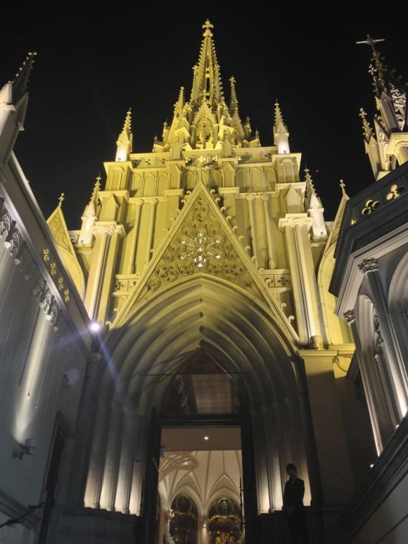 青山セントグレース大聖堂の正面