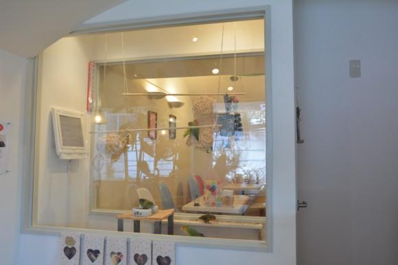 個室前のコザクラ部屋 / ことりカフェ