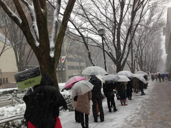 雪でも並んでいるククルザポップコーン